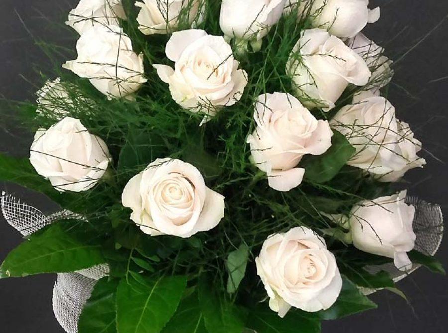 Bouquet de 12 rosas blancas en Zaragoza